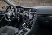 Volkswagen Golf 1.5 TSI 130 KM - deska rozdzielcza