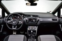 Volkswagen Touran 1.8 TSI DSG Highline - wnętrze