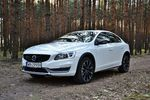 Volvo S60 Cross Country D4 Geartronic Summum: suv czy sedan?