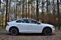 Volvo S60 Cross Country D4 Geartronic Summum - z boku