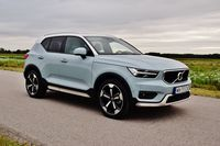 Volvo XC40 T5 AWD Inscription - z przodu i boku