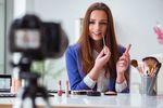 Reklama wideo: latem rządzą kosmetyki