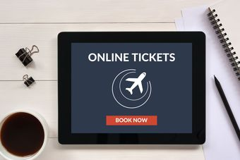 Jak bezpiecznie kupić bilet lotniczy przez internet?