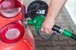 Ceny paliw w Polsce wciąż powyżej 4 zł. Dlaczego?