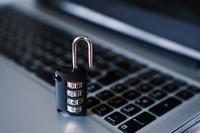 W walce z cyberatakami przeszkadza niewiedza i brak pieniędzy