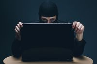 Cyberprzestępcy atakują: 4 wskazówki, jak ochronić swoje dane i sprzęt