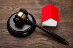 Sprzedaż części nieruchomości w drodze licytacji komorniczej w VAT