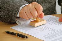 Czy decyzja administracyjna może być wydana na podstawie wadliwego przepisu?