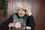 Polscy seniorzy nie płacą kredytów, bo wydają na leki?