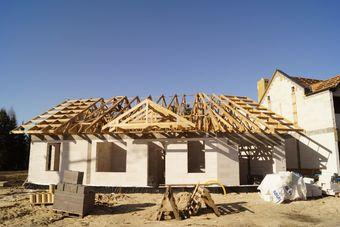 Domy jednorodzinne: budowa przeciętnie zabiera 4 lata
