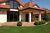Domy jednorodzinne czy raczej bloki? Jak mieszkają Polacy? [© Kasia Bialasiewicz - Fotolia.com]