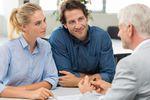 Doradca kredytowy, czy pracownik banku? Który bardziej pomocny?