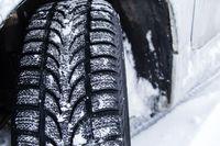 Jak rozliczyć zakup zimowych opon do firmowego samochodu osobowego?