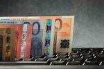 Ile oszczędności przynosi wymiana walut przez internet?