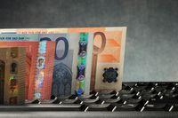 Wymiana walut przez internet się opłaca