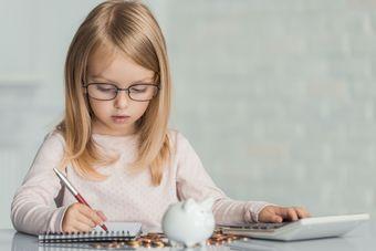 Wiedza ekonomiczna Polaków: w każdym pokoleniu widać chęć nauki