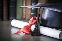 Czy ukończenie studiów się opłaca?