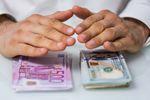 Kiedy kupić euro i dolary na wakacje?