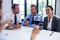 Alkohol na spotkaniu biznesowym a koszty uzyskania przychodów