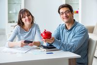 Wspólne finanse w związku - jak je uszyć?