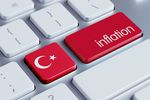 Naklejki i policja, czyli jak Turcja walczy z inflacją