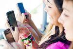 Polski nastolatek ze smartfona korzysta częściej niż jego rówieśnik z USA