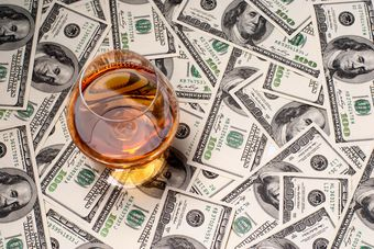 Bitcoin, whisky, klasyczne samochody. Sprawdź, co jeszcze przyniosło zyski [© Dzianis Rakhuba - Fotolia.com]