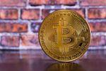 W co inwestować? Raczej bitcoin niż funt szterling