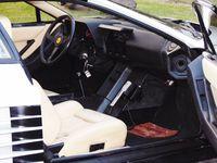 Ferrari Testarossa - wnętrze