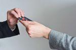 Wspólny limit kredytowy czy osobne karty?