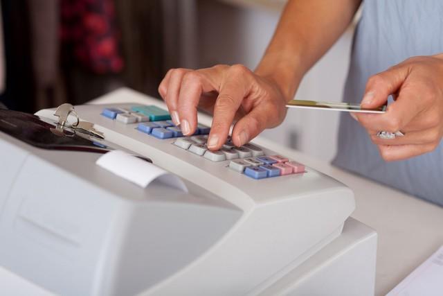 kasjer  sprzedawca - zarobki - czym si u0119 zajmuje