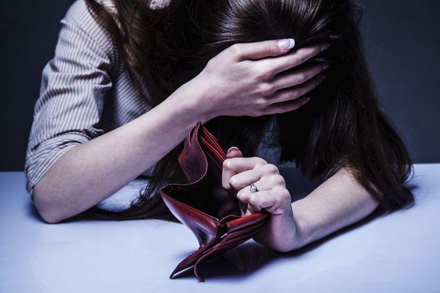 Dlaczego kobiety mają mniejsze długi? Łamiemy stereotypy