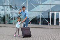 Pożegnanie przed lotniskiem