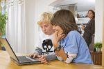 """Bycie """"złym gliną"""" nie ochroni dziecka w sieci"""