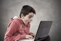 Dzieci w sieci bez kontroli. 40% rodziców nie ogranicza im czasu online