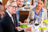 Usługi gastronomiczne w kosztach firmy: faktura zakupu to za mało