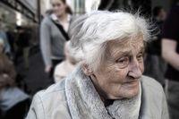 Polscy seniorzy coraz bardziej narażeni na wyłudzenie pieniędzy