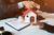 """Kredyt hipoteczny: """"Klucz za dług"""" w razie problemów ze spłatą [© obeyleesin - Fotolia.com]"""