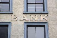 Banki podnoszą wymagania kredytowe