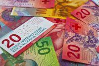 Nawet najlepsze kredyty frankowe są droższe od złotowych