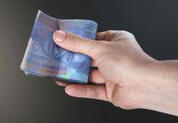 Frankowy kredyt lepiej nadpłacać, niż przewalutować