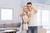 Kupno mieszkania: kobieta wybiera, mężczyzna negocjuje