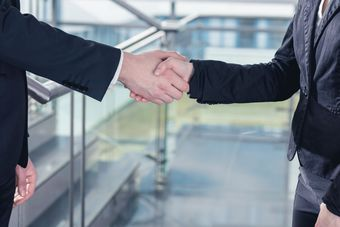 Rozwiązywanie sporów w branży nieruchomości: mediacja lepsza niż sąd