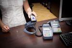 E-pieniądz wspomaga rozwój płatności bezgotówkowych