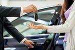 Więcej aut w garażach i etatów w automotive