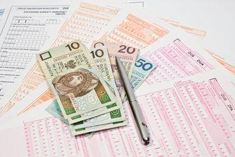 Premia zadaniowa: składki ZUS i podatek