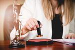Podatek VAT: Sprzedaż nieruchomości w dacie aktu notarialnego
