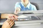 Bankowość online nie spowodowała odwrotu od placówek bankowych