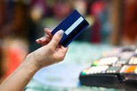 Karty kredytowe mniej zagrożone