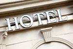 Odwołanie rezerwacji w hotelu: kary umowne  w podatku VAT